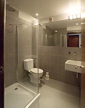 En Suite Shower Room Ideas Twin Bedroom With Double And Single Bed