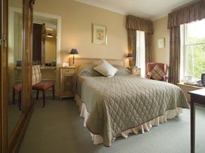 Bedroom Bed Arrangement